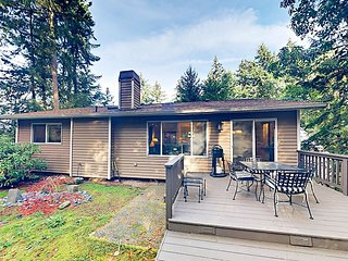 Forest Retreat 4BR in Shoreline w/ Patio & Yard - 9 Miles to Downtown Seattle