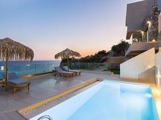 Fotinari Villa 2-High quality above the beach, heated pool, hot tub & playgound