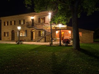 Villa Pedossa, Your Country Escape!Traditional country Villa with pool & Jacuzzi