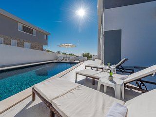 Medima, modern & luxury ap. with private pool