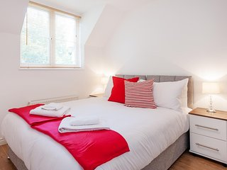 Woodland Coach House by PLL - Fully Serviced Entire Apartment