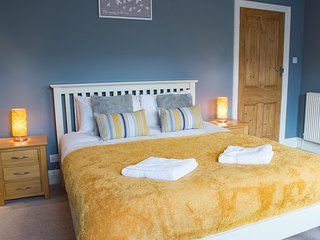 Mayville Lodge- 3 bedroomed house (sleeps 7) with parking