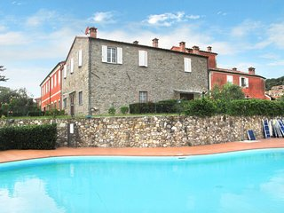Caniparola Apartment Sleeps 4 with Pool Air Con and Free WiFi - 5651432
