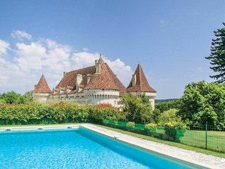 6 bedroom Chateau in Saint-Martin-des-Combes, France - 5684305