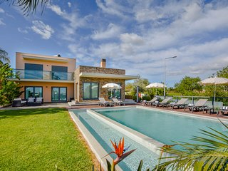 3 bedroom Villa with Pool, Air Con and WiFi - 5689794