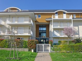 2 bedroom Apartment in Cabourg, Normandy, France - 5556573