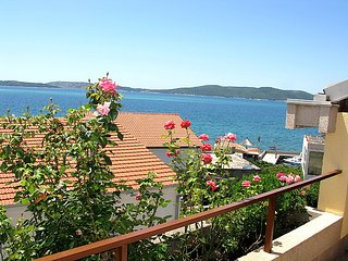 3 bedroom Apartment with Air Con, WiFi and Walk to Beach & Shops - 5053711