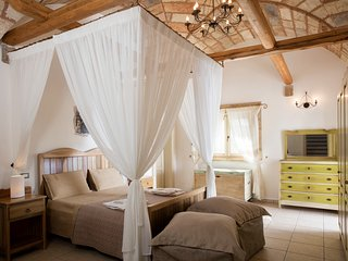 Masseria Nuova II Villa Sleeps 10 with Pool and Air Con - 5687008