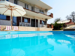 4 bedroom Villa with Pool, Air Con and WiFi - 5689289
