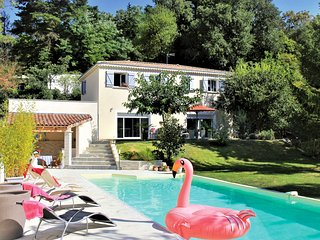 6 bedroom Villa in Montelimar, Auvergne-Rhone-Alpes, France : ref 5684411