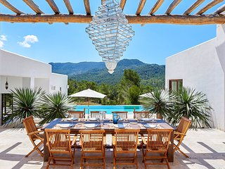 Ses Paisses Villa Sleeps 12 with Pool and Air Con - 5684399