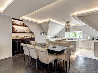 Stunning, apartment in Hampstead with 2 Bedrooms, 2 Bathrooms. VERY high spec