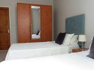 Azuri Twin Bedroom with Shared Bathroom 5.1