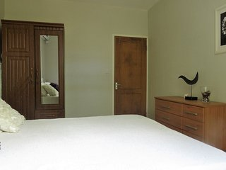 Azuri Double Bedroom with Shared Bathroom 5.3