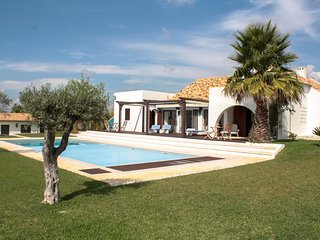 3 bedroom Villa with Pool and WiFi - 5689303