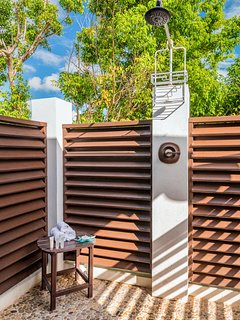 Master 1 outdoor shower
