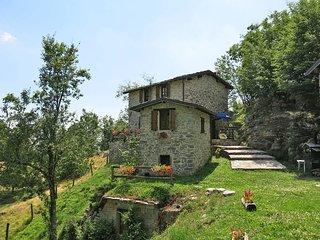 2 bedroom Villa in Fabbriche di Vallico, Tuscany, Italy : ref 5447155
