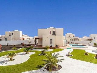 3 bedroom Villa in Playa Blanca, Canary Islands, Spain - 5691990