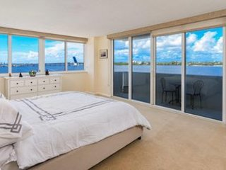 Palm Beach 2BD/2BA Condo Spacious Contemporary 2 Balcony Spectacular Water Views