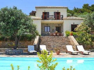 Skopelos Town Villa Sleeps 6 with Pool and Air Con - 5687606