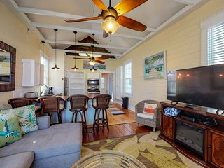 Ocean view home w/free WiFi, deck, and outside shower - close to the beach!