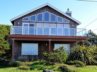 OCEAN SIX~Glorious ocean front views with large picture windows!