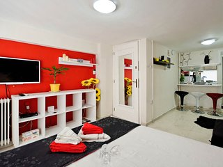 Mouseio Apartment Sleeps 3 with Air Con and Free WiFi - 5711840