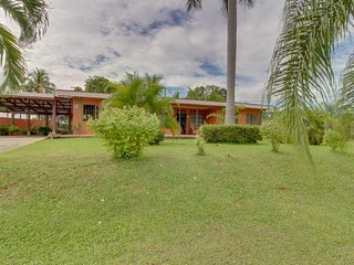 Dog-friendly, secluded villa w/ pool, terrace, grill & large, private lot
