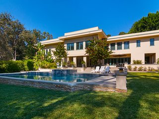 Luxury Private Home in Pasadena with Pool & Spa