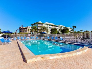 Siesta Key Condo w/Private Beach Access, Wifi Included, Heated Pool