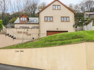CLEAR VIEW, wonderful sea views, Juliet balconies, en-suites, in Pendine