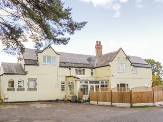 STATION HOUSE, Pet-friendly, large, families, Condover