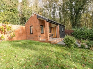 CHERRY TREE COTTAGE, Family-friendly, Pet-friendly, 5 bedrooms, Norwich