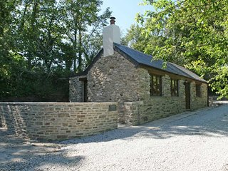 TREGYE COTTAGE, private patio, woodburner, character beams, near Truro