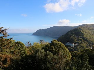 SEAVIEW TERRACE, sea views, WiFi, Lynton