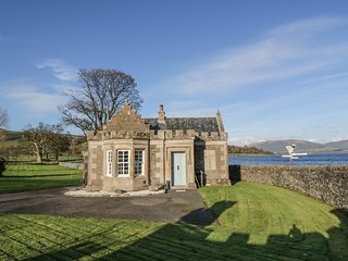 THE GATE LODGE, romantic, sea views, Port Bannatyne