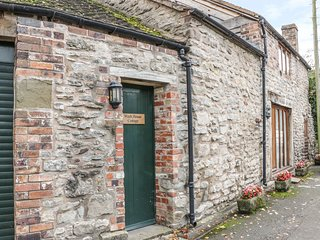 WASH HOUSE COTTAGE, bedroom in the eaves, Much Wenlock