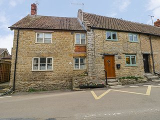 WILLS COTTAGE, woodburner, Crewkerne