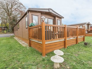 27 LAKE VIEW, Spacious grounds, Open-plan living, Norwich