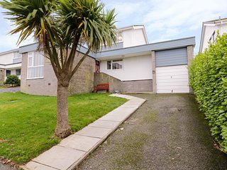32 GWELFOR, Woodburner, 4 bedrooms, Hot tub, WiFi, Cemaes Bay