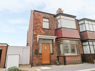 204 SEA VIEW HOUSE, woodburner, pet-friendly, in Marske-by-the-Sea