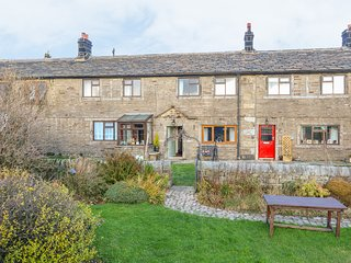 BOSHAW COTTAGE, countryside views, woodburner, Hade Edge