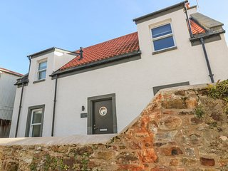 SANDPIPERS, 2 bedrooms, Modern furnishings, Crail