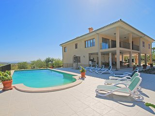 BLANQUERNA, spacious country house with swimingpool in Moscari
