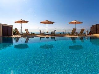 Villa Callista - Modern 4 Bedroom Villa just North of Paphos Town