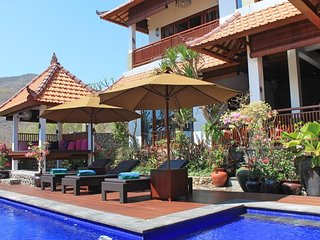 Villa Bukit Malas 4 - 4 Bedroom private villa with pool, seaview and breakfast