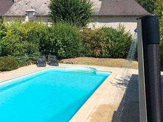 Jaulnay Villa Sleeps 10 with Pool - 5690958