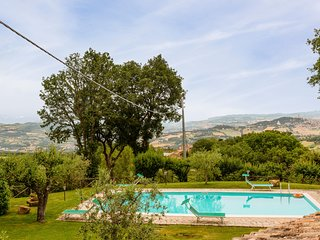 Izzalini Villa Sleeps 12 with Pool - 5716035
