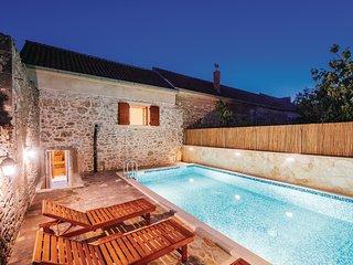 5 bedroom Villa in Nadin, Zadarska Županija, Croatia : ref 5692824