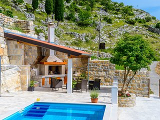 Villa Stone House Kuna - Four-Bedroom Villa with Private Pool